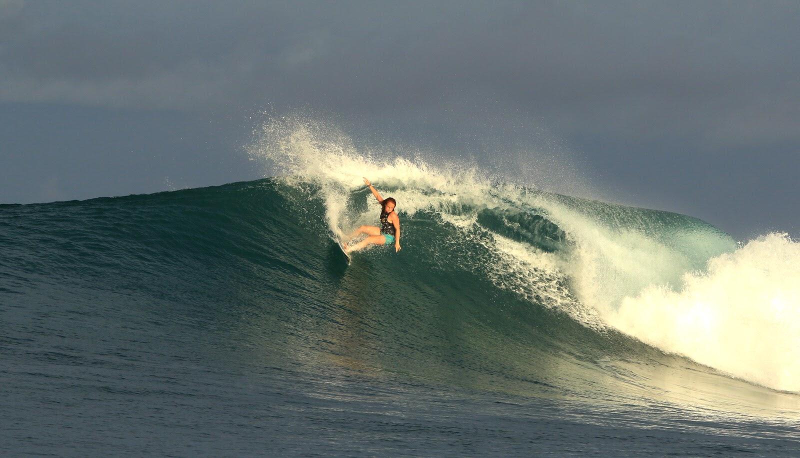 Grace Doyle Carving Billabong Team Rider. Female Pro Surfer.