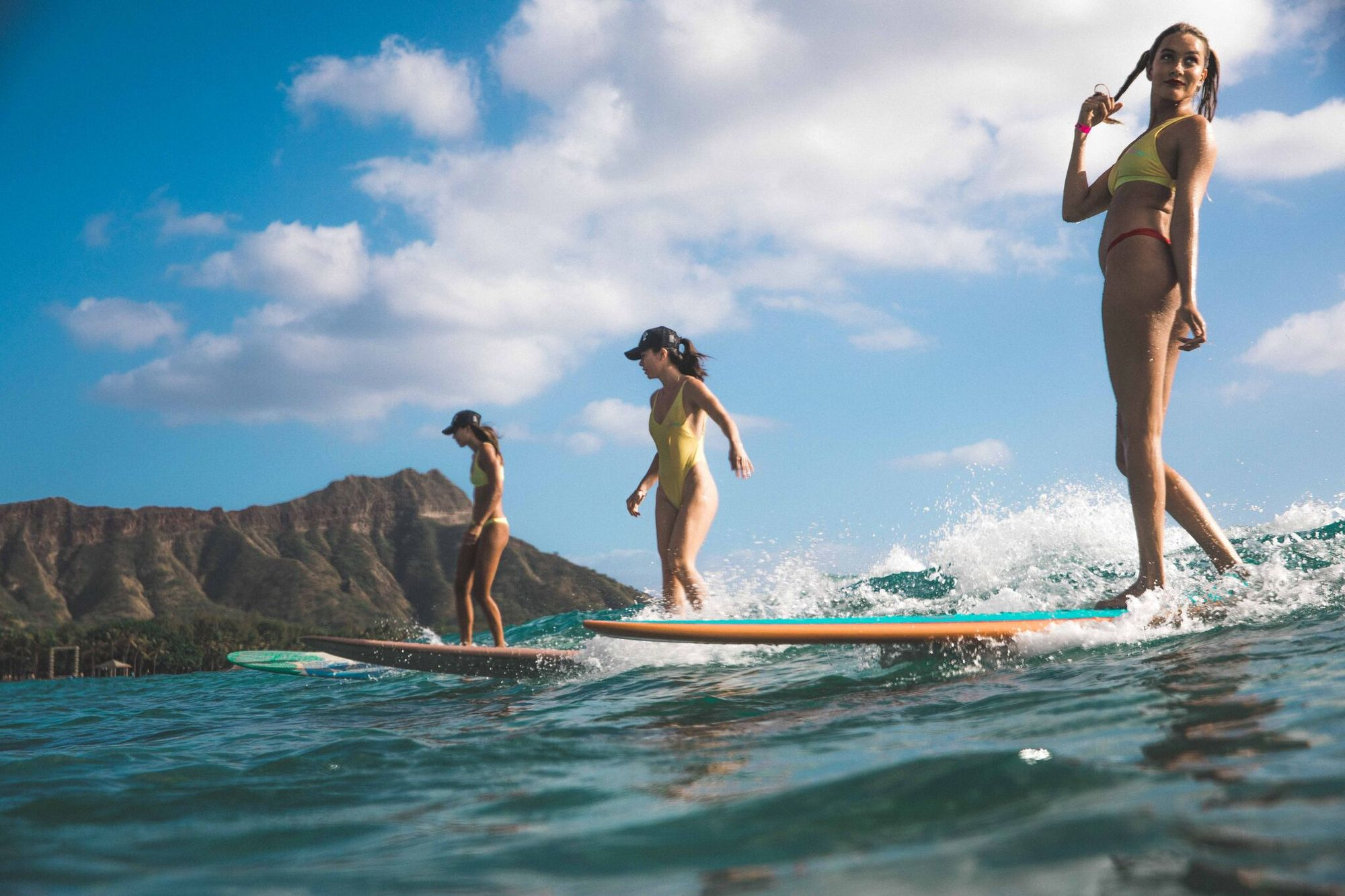 NEW WAVE. Billabong Collection. Surf Sista